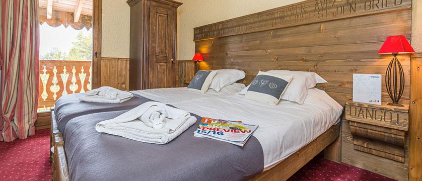 France_Les-Arcs_chalet_maximillian_double_bedroom.jpg